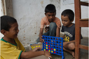 Sundar, Santosh and Pujan playing connect4